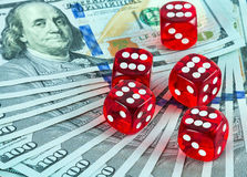 Kasino würfelt US-Währung Lizenzfreies Stockbild
