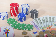 Kasinochiper och pengar Royaltyfri Foto