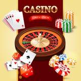 Kasinohintergrund mit Roulettekessel, Chips, Spielkarten und Misten Stockbilder