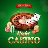 Kasinohintergrund mit Roulettekessel, Chips, Spielkarten und Würfeln Stockfotos