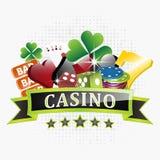 Kasinoillustration mit Chips, Kartensymbole, Spielkarten, würfeln und glückliches Symbol sieben Stockbild