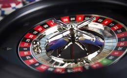 Kasinoroulett- och pokerchiper Royaltyfri Foto