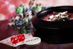 Kasinoroulett- och pokerchiper Arkivbilder