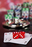 Kasinoroulett och spelachiper Royaltyfri Bild