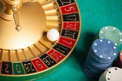kasinorouletthjul med bollen på nummer 7 Arkivbild