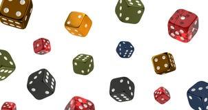 Kasinotemat, bakgrund av tärnar i olika färger och material som isoleras på vit bakgrund, illustrationen 3d arkivfoton