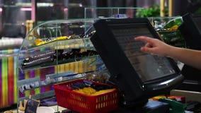 Kasjer pracuje sklep zdjęcie wideo