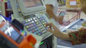 Kasjer registratury rozkazy na kasie zbiory