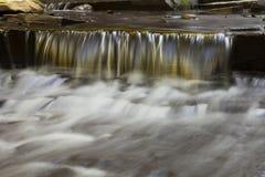 Kaskade auf Rynex-Nebenfluss in Plotterkill-Konserve Lizenzfreie Stockfotografie