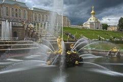 Kaskade-Brunnen im Peterhof Palast Russland Lizenzfreies Stockbild