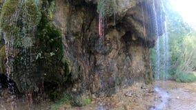 Kaskade mit frischem Quellwasser in der Nähe der Ermita de Santa Elena stock video footage