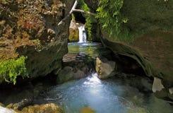 Kaskaden durch schöne Gorges de la Siagne Stockbilder