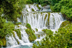 Kaskaden in Nationalpark Kroatien Krka stockbild