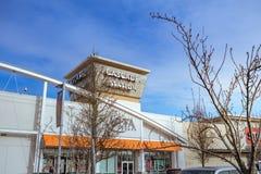 Kaskaden-Stations-Einkaufszentrum am regnerischen Tag es ist in N Stockbild
