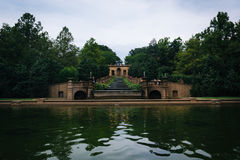 Kaskadenbrunnen und Pool am Mittagshügel-Park, in Washington Stockbilder