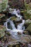 Kaskadenwasserfall in blauen Ridge Mountains Lizenzfreies Stockfoto