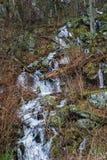 Kaskadenwasserfall durch blauen Ridge Parkway, Virginia, USA Lizenzfreies Stockfoto