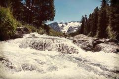 Kaskadowa Halna rzeka Fotografia Royalty Free