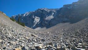 Kaskadowi amfiteatru Banff kolory jesień wśrodku góry spadają kaskadą amfiteatr Obrazy Royalty Free