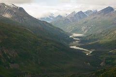 Kaskawulsh flod och montering Cairnes i den Kluane nationalparken, Yuko Royaltyfria Bilder