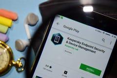 Kaspersky Endpoint Security & przyrządu zarządzania dev app z powiększać na Smartphone ekranie fotografia royalty free