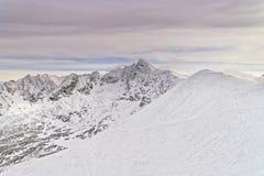 Kasprowy Wierch峰顶在Tatra的扎科帕内在冬天登上 库存照片