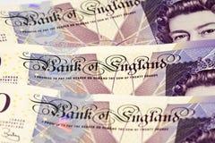 kassa bemärker ett pund sterling Arkivfoto