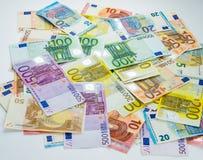 Kassa för begrepp för finans för eurosedelpengar på vit bakgrund Royaltyfri Foto