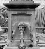Kassaskåp som dricker vatten från vattenspringbrunnen mulhouse Royaltyfri Fotografi