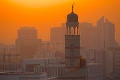 中东,卡塔尔,多哈,在日落的Kassem Darwish Fakhroo伊斯兰教的文化中心 免版税库存照片