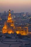 中东,卡塔尔,多哈,在黄昏的Kassem Darwish Fakhroo伊斯兰教的文化中心 免版税库存图片