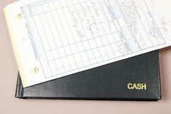Kassenbuch und Empfänge Stockbild