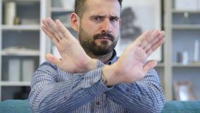 Kassera och att ogilla gest av den vuxna mannen royaltyfri fotografi