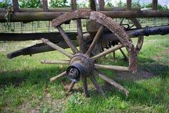 Kasserad hästvagn med brutna hjul Royaltyfria Foton