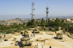 Kasserade armerade militärfordon på den HarAdar radarkullen måndag arkivfoton