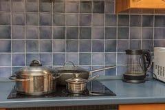 Kasserolle auf Ofen lizenzfreie stockfotos