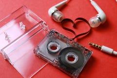 Kassett med bandformhjärta på rött Royaltyfria Bilder