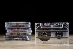 Kassette auf einem Holztisch Alte gute Musik vom 80 ` s Lizenzfreie Stockfotografie