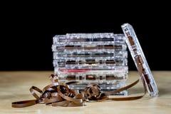 Kassette auf einem Holztisch Alte gute Musik vom 80 ` s Stockbild