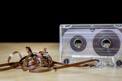Kassette auf einem Holztisch Alte gute Musik vom 80 ` s Lizenzfreie Stockfotos