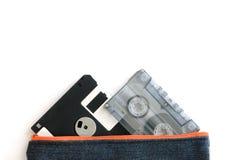 Kassette der Diskette und des Magnetbands für Tonaufzeichnungen in der Tasche Lizenzfreie Stockfotografie