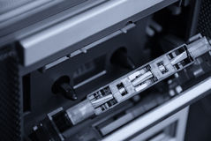 Kassette im Kassettendeck Stockfoto