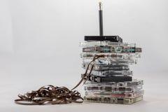 Kassette, nach alten Stücken vom 70& x27 suchend; s Stockfotografie