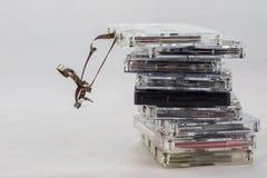 Kassette, nach alten Stücken vom 70& x27 suchend; s Lizenzfreie Stockbilder
