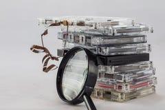 Kassette, nach alten Stücken vom 70& x27 suchend; s Stockbild