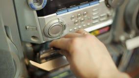 Kassette in Rekordspieler stock video footage