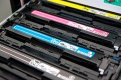 Kassetten des Farbenlaser-Multifunktionsdruckers Stockfotos