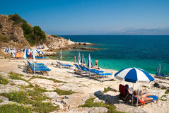 Kassiopi strand, Korfu ö, Grekland royaltyfri foto