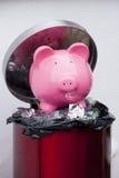 Kasta bort pengar Fotografering för Bildbyråer