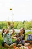 kasta för äpple Royaltyfria Foton